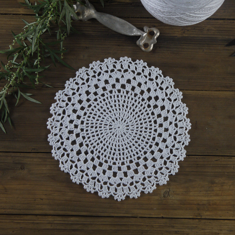 Vintage Handmade Crocheted Doilies Round Patterns Placemats Napkins