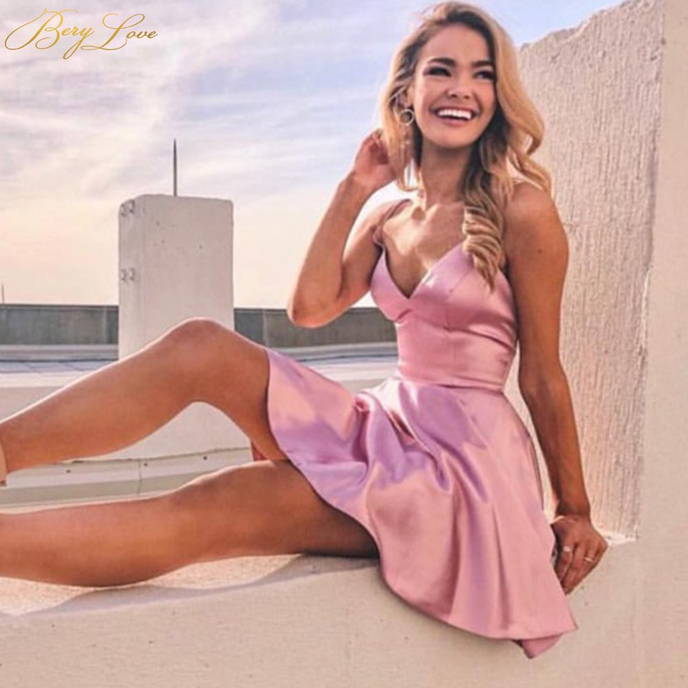 BeryLove Sexy Pink Satin Short Homecoming Dress 2019 Sweetheart Straps Mini Cocktail Dress Party Pockets Prom Graduación Gown