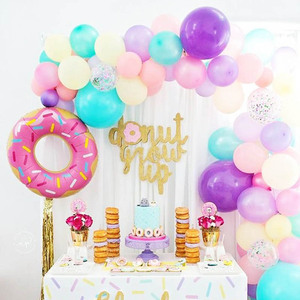 Image 1 - סופגנייה מסיבת סופגנייה קיר חתונה קישוט שולחן חד פעמי סט קרח קרם המפלגה בלוני ילדים 1st מסיבת יום הולדת קישוטים
