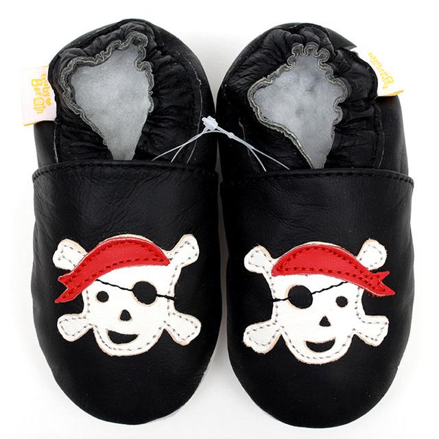 Recién nacido zapatos de bebé de cuero mocasines chico zapatilla Toddler Kids Shoes zapatos negro historieta del bebé primer caminante calzado zapato infantil