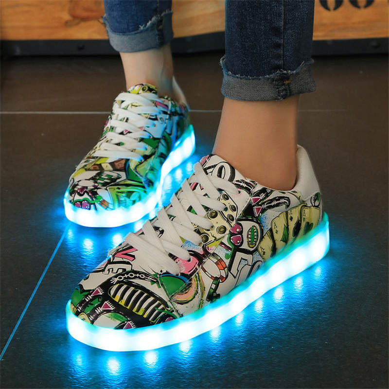 2017 New Kids Boys Girls USB Charger Led Light Shoes poker Graffiti Luminous Sneakers casual Shoes Unisex Sports for children