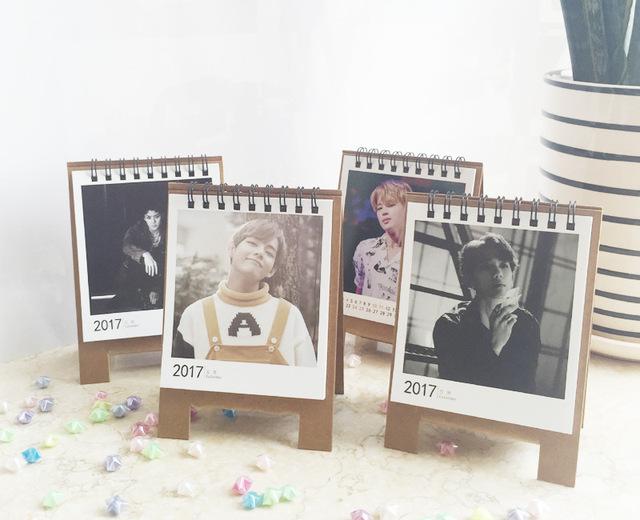 2017 Novo bts Bangtan Meninos EXO Bigbang ikon got7 Mini calendário calendário de mesa Bonito O calendário oficial com o parágrafo