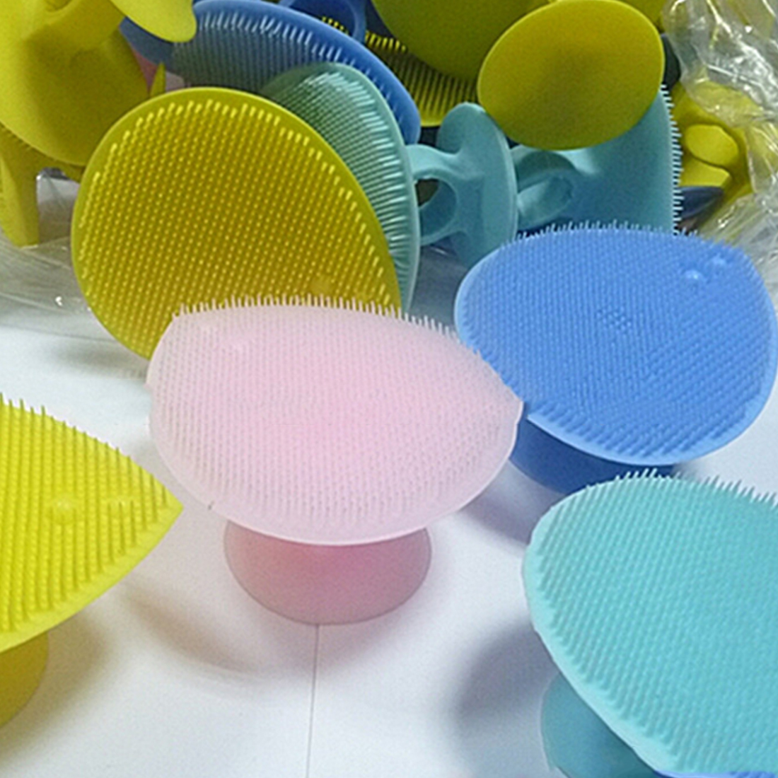 Hot 1PC Silicone Heart Shaped Face Washing Brush Facial Cleaning Pad Exfoliating SPA Skin Scrub Random Color
