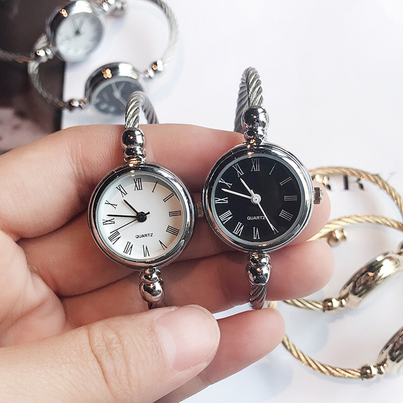 Elegant Small Bacelet Watch 1