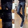 2016 nuevos hombres de negro de la pu pantalones de cuero de cultiva su moralidad locomotora Pequeños pies pantalones de los hombres