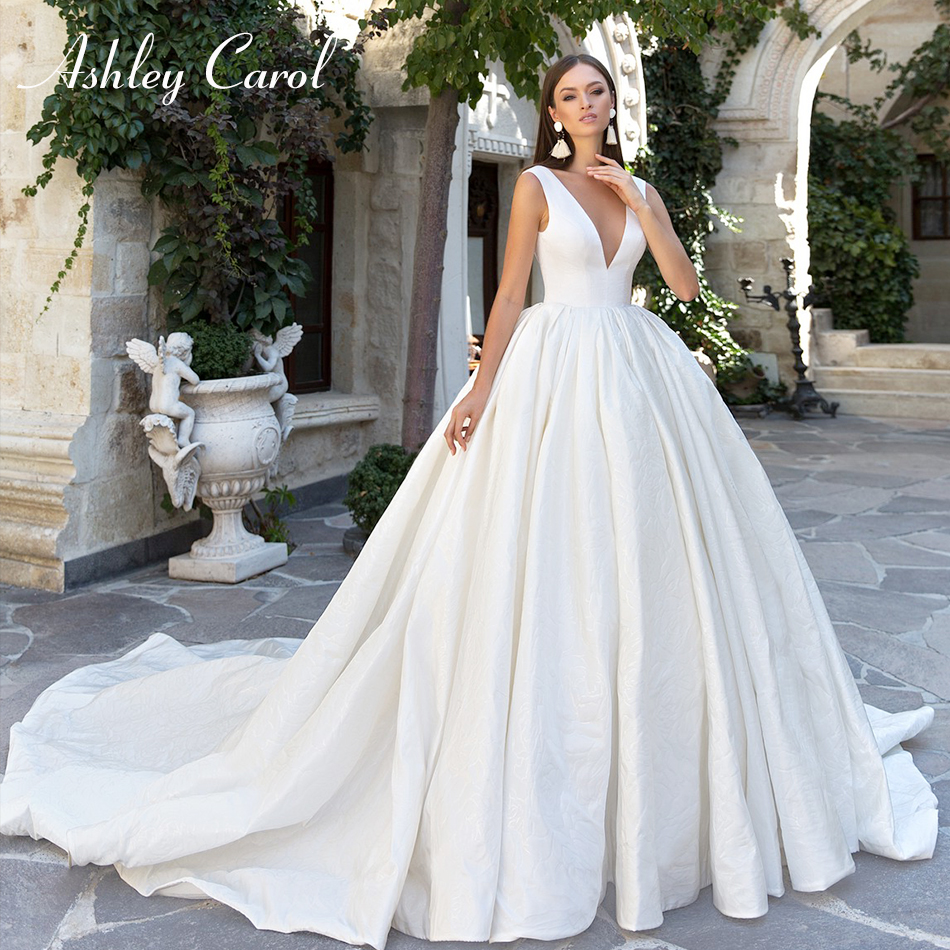 Ashley Carol Sexy V-neckline Bow Backless Satin Princess Ball Gown Wedding Dress 2019 Vintage Chapel Train Simple Wedding Gowns
