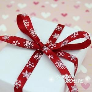 """Image 3 - 3/8 """"(10 مللي متر) أحمر مطبوع ندفة الثلج شريط من الساتان هدية الكريسماس شرائط"""
