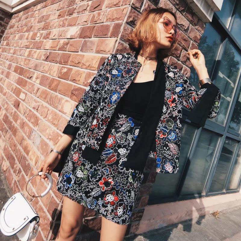 b9e6ef5e87 2018 Mulheres Jaqueta Moda Colorido Floral Bordado Outono Ternos Casaco  Blazer Feminino Do Vintage em Blazers de Roupas das mulheres no  AliExpress.com ...