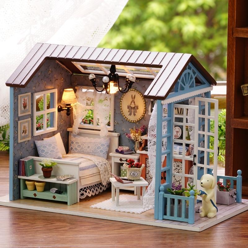 Américain d'amusement Style En Bois Mini Classique Maison BRICOLAGE Artisanat Jouets Poupée maison avec LED Lumière Exquiste Cadeaux pour Enfants Faits À La Main