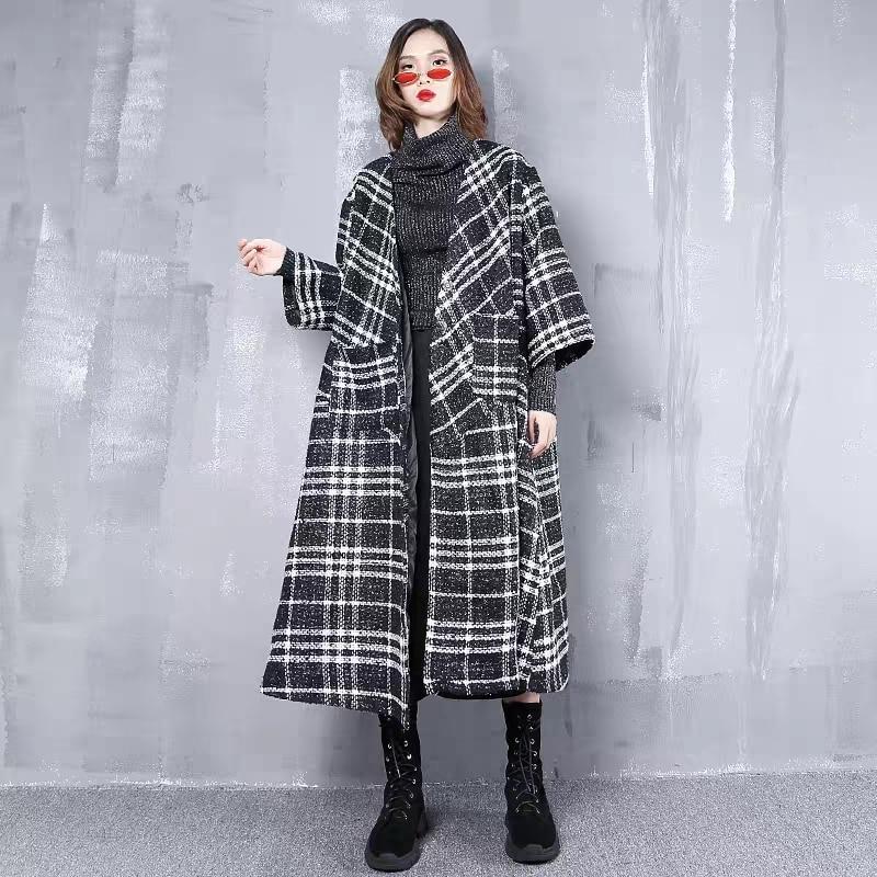 Большой размер женские 2018 зима новый Черный и белый цвета большой v образным вырезом шерстяное пальто Свободные шерстяное пальто кардиган