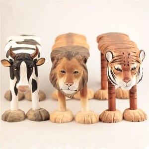 Image 1 - 手彫り木製の装飾品のための動物キリンライオン牛ハスキーゼブラパンダタイガー型スツール子供 1 6 年