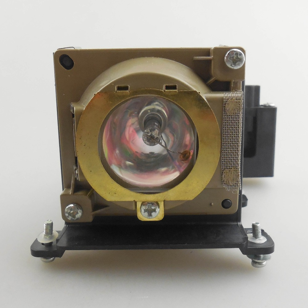 цена на Original Projector Lamp VLT-XD350LP for MITSUBISHI LVP-XD350 / LVP-XD350U / XD350U
