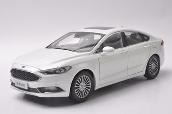1:18 Diecast Model for Ford Mondeo 2017 White Sedan Alloy Toy Car Miniature Collection Gifts Fucsion