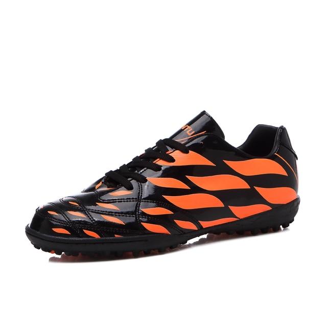 9c26d77528 Sufei Homens Botas de Futebol TF indoor Crianças Futsal Sapatos de Futebol  Turf Barato Meias Chuteiras