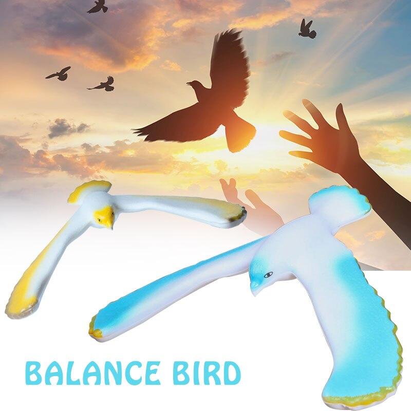Забавная потрясающая поддерживающая баланс Птица орел красный офис пластиковая игрушка настольная игрушка