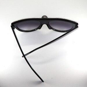 Image 5 - Flache top Übergroßen Schädel Schwarz Strass Sonnenbrille Frauen Retro Weibliche Große Rahmen UV400 Galvani Niet Sonnenbrille Shades