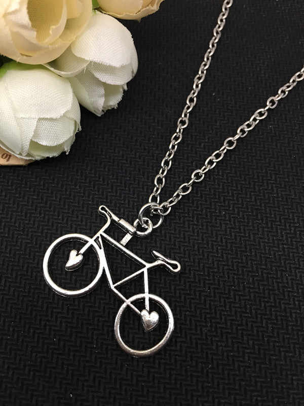 2018 / New Fashion Charm Tibetan Silver Bicycle Necklace Alloy Pendant Necklace, Men's and Women's Necklace Accessories.