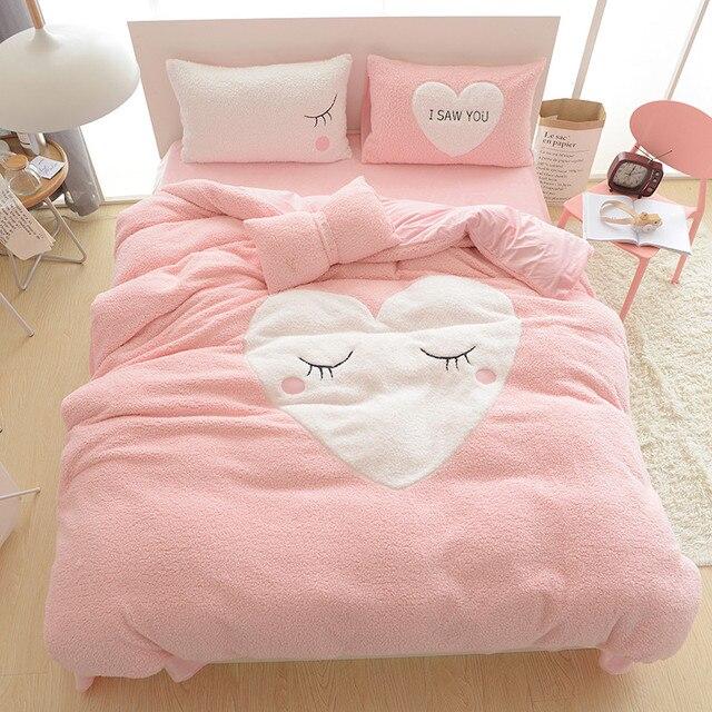 US $107.3 26% di SCONTO Stile cartone animato Cashmere set di biancheria da  letto a forma di Cuore copripiumino 4 pz rosa inverno caldo set ...