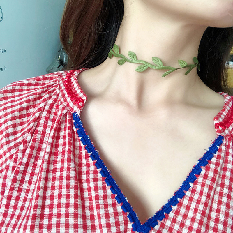 Summer Green Vines Leaf Choker Necklace Women Simple Clavicle Chain Shining Fashion Comfortable Cameo Drop