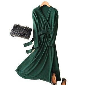 Image 1 - MERRILAMB 2019 האביב האחרון סגנון נשים של סרוג קשמיר צמר שמלה ארוך סגנון מוצק צבע V צוואר שמלות משלוח חינם