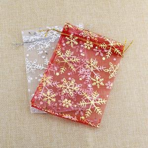 Image 2 - 50 pz/lotto Bianco Organza Bags 7x9 10x14 13x18 cm di Natale di Cerimonia Nuziale Della Caramella Regali di Imballaggio borse Fiocco di Neve Con Coulisse Sacchetto Del Regalo Del Sacchetto