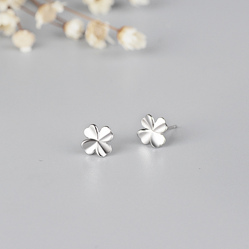 High quality s925 creative glossy four-leaf clover earrings Ms. simple fashion lucky grass earrings Jewelry gift 6-ES3100