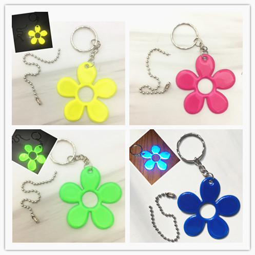 NEW LUCKY Flower Reflective  Pendant  Key Chain  Bag Accessories Random Selection Improves Night Visibility,free Shipping