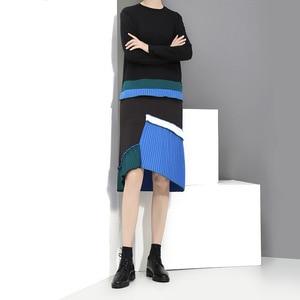 Image 4 - [EAM] 2020 New Spring  Summer Round Neck Long Sleeve Black Hem Blue Pleated Stitching Loose Dress Women Fashion Tide JH442