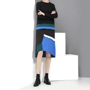 Image 4 - [EAM] 2020 جديد الربيع الصيف الرقبة المستديرة طويلة الأكمام الأسود هيم الأزرق مطوي خياطة فستان فضفاض المرأة المد الموضة JH442
