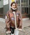 Corea Europa Motocicleta Gamuza de Piel de Cordero Engrosado Femenina guapos insignia remiendo de la bandera Americana y del ejército retro Chaqueta de piloto