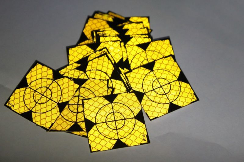 цена 100pcs Yellow Reflector Sheet 40 x 40mm Reflective Tape Target for Total Station