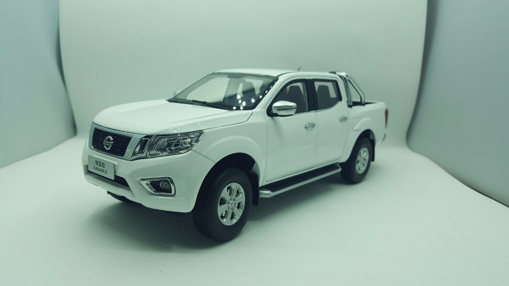 1:18 Diecast Model for Nissan Navara 2017 White Pickup Alloy Toy Car Miniature Collection Gifts Truck 1 18 diecast model for isuzu d max silver pickup alloy toy car miniature collection gifts d max dmax truck