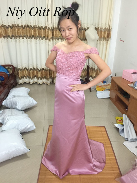 Sexy African Mermaid Pink Blush Bridesmaid Dresses Off Shoulder Long Lace  Wedding Party Dress Cheap Maid Of Honor Gowns B106 e107fa43b6c7
