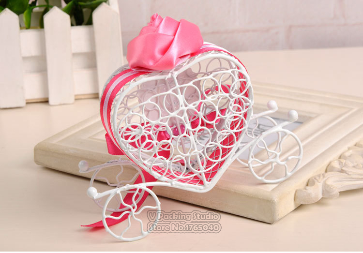 Love carriage Candy box Tinplate Hollowing out Wedding candy box Wedding supplies Christmas Halloween decorate 100pcs
