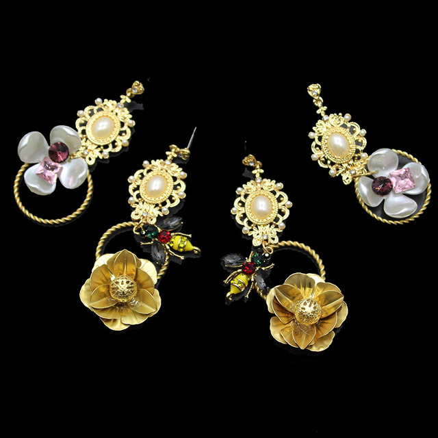 New Exaggerated Lady Asian Gold Earrings Hollow Flowers Retro Fashion Temperament Female 393