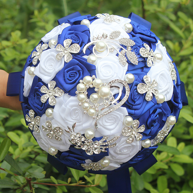 Royal Blue White Rose Artificial Fowers Wedding Bouquet Hand Holding Flowers Diamond Brooch Pearl Crystal Bridal Bouquets W125-3
