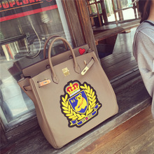 High quality casual fashion brand design embroidered teddy bear badge lock platinum package ladies handbag commuter bag 4 color