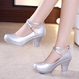 Image 5 - Moda pompy kobiet buty wysokie obcasy dla buty damskie buty ślubne panna młoda buty na koturnach skóra Split biuro buty mary jane