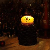 Boże narodzenie Szyszka Snowman Led Candle Light z Zegarem, Brokat w proszku w powierzchni. Wystrój Wakacje, Na Baterie, 7.75 cali