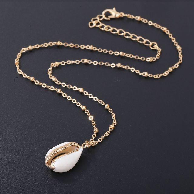 5bb6373d62b6 Collar de oro envuelto en concha Natural a la moda para mujer colgante de  concha de vaca Natural con collar de cadena de adorno de oro de doble bola
