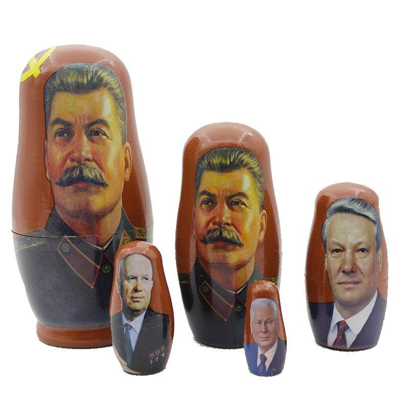 Ensemble grand homme russe dirigeants de la cinq histoire Vladimir poutine staline manches bébé hommes statues maison mariage meurt