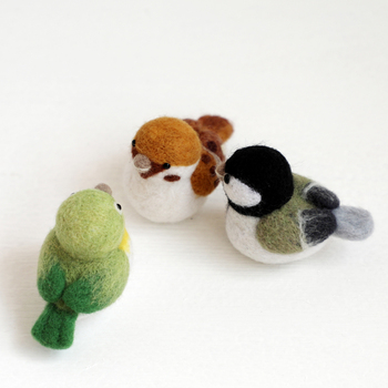 b15002689b8c Kit de punto de aguja de lana de pájaro de loro de animal pequeño kit de  aguja de fieltro de lana colgante de fieltro artesanía de aguja DIY hecho a  mano