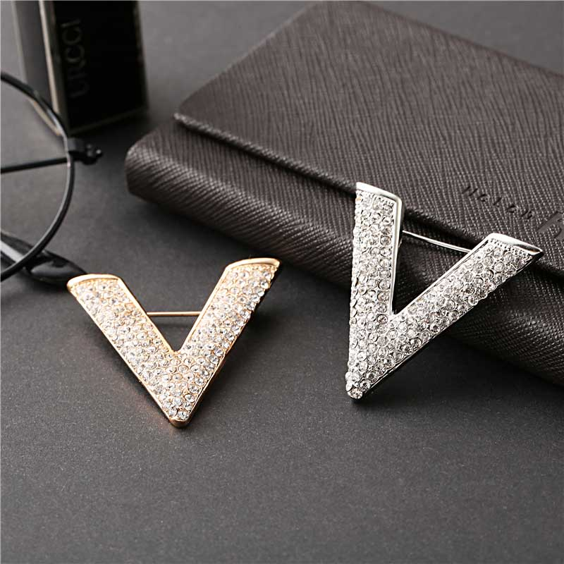 Fashion Temperament V Letter Brooches Full Rhinestone Upscale Lady Pin Party Dress Woman Brooch 1