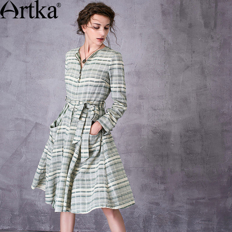 ARTKA Women's 2018 Autumn Vintage Plaid Cotton   Trench   Fashion O-Neck Long Sleeve Wide Hem Coat With Sashes FA10079C