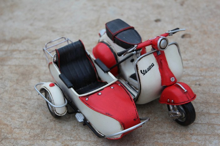 Handmade Antique Metal VESPA Scooter Three Motorcycle Model Handmade Retro Motorcycle Home Decor Model