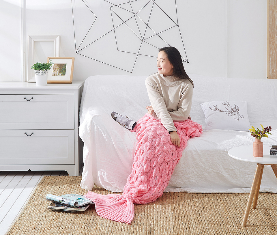 Yoyihome Colorful Handmade Knitted Mermaid Tail Blanket