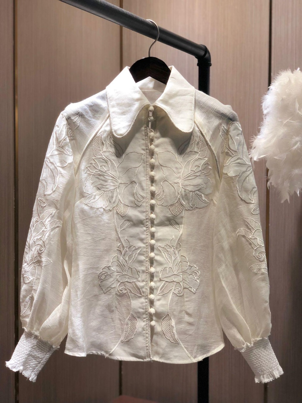 TOP QUALITY WHITE LINEN SHIRT FLOWERS EMBROIDERED LONG SLEEVED TOP NEW 2019 CORSAGE APPLIQUE BLOUSE
