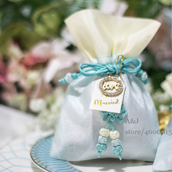 50pcs lot Unique Love Pandent Party Favors Container Baby Shower Candy bags Wedding return gifts Chocolate bag for guests