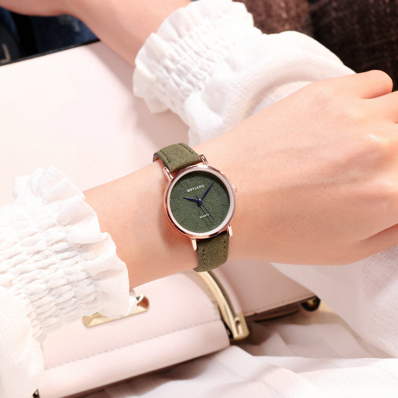Ins Fasion Clock Women Small Size Wristwatches Engrave Pink Green Light Blue Style Leather Dress Quartz Watches Girls Leisure