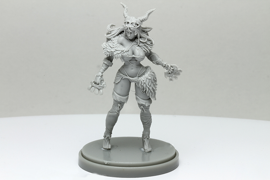 28223 Pinup Primal Huntress